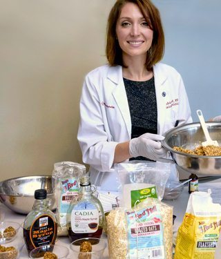 Photo of senior clinical dietitian Jackie Topol preparing a meal