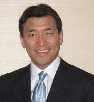 Portrait of Dr. K. Daniel Riew