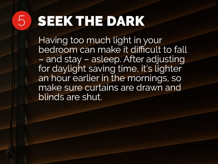 Text explaining the importance of sleeping in a dark room to help you adjust to daylight saving time.