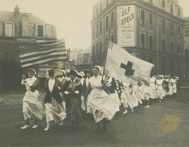1918 photograph of a parade of Base Hospital No. 2 nurses escorting Anna Maxwell.
