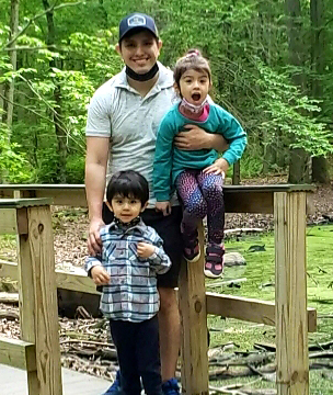 Alexis Espinoza with his children.